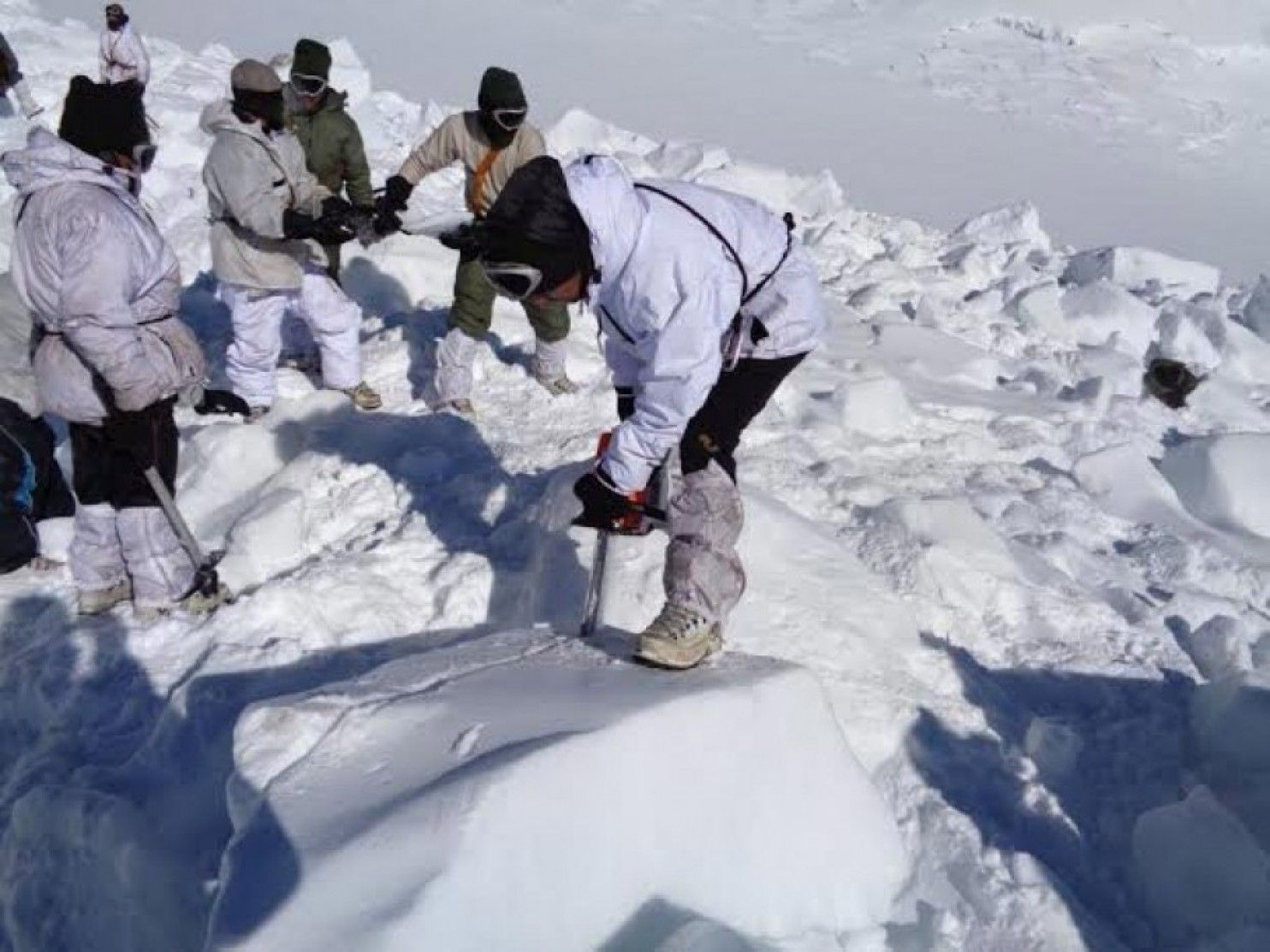 This Indian Soldier Survived Five Miraculous Days Trapped Beneath A 25 Foot Avalanche Indian Army Uttarakhand Indian History