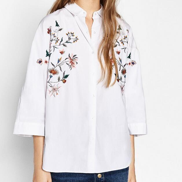 6f019794cdf Цветочный Принт Вышивка Белые Рубашки WomenTurn вниз Воротник Блузки И  Рубашки Женщин Плюс Размер Блузка Случайные