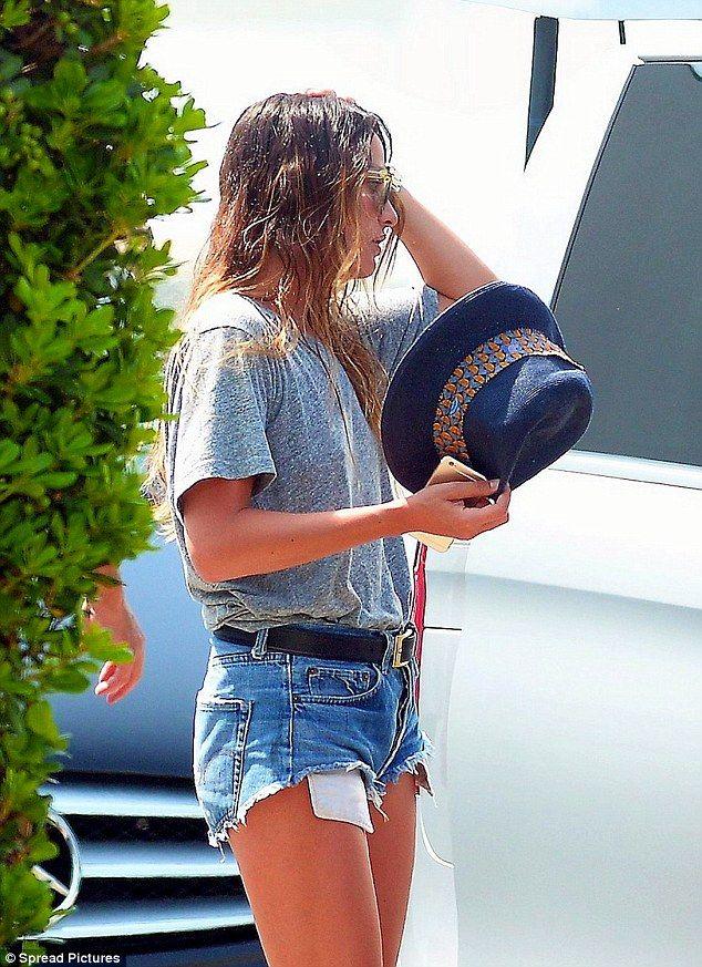 Daisy Dukes: The 25-year-old celebridade estilista optou por modas temporada de verão que ...
