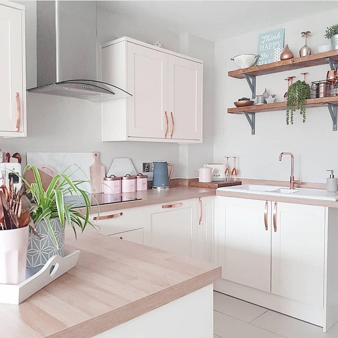 A imagem pode conter: área interna  Rose gold kitchen, Simple