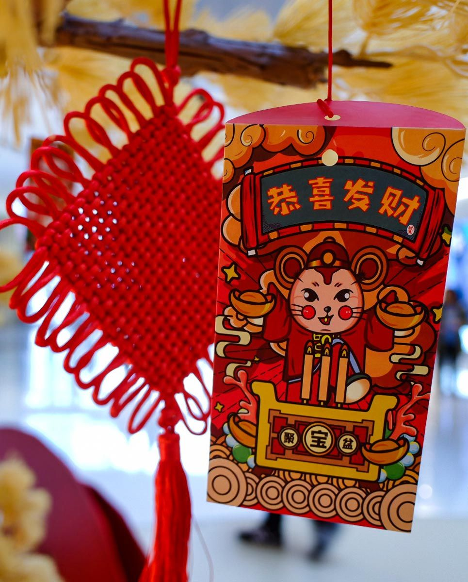 The Chinese New Year red envelope is a traditional gift