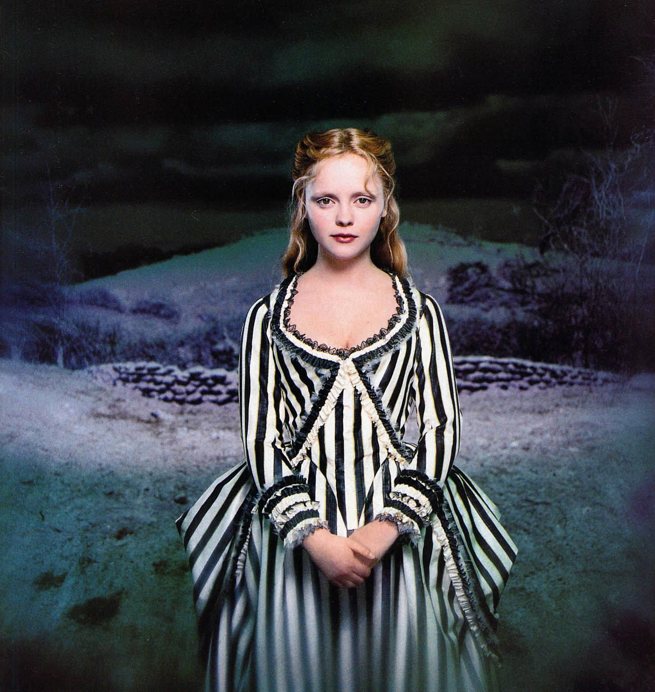 christina ricci in sleepy hollow costumes by colleen atwood - Sleepy Hollow Halloween Costumes