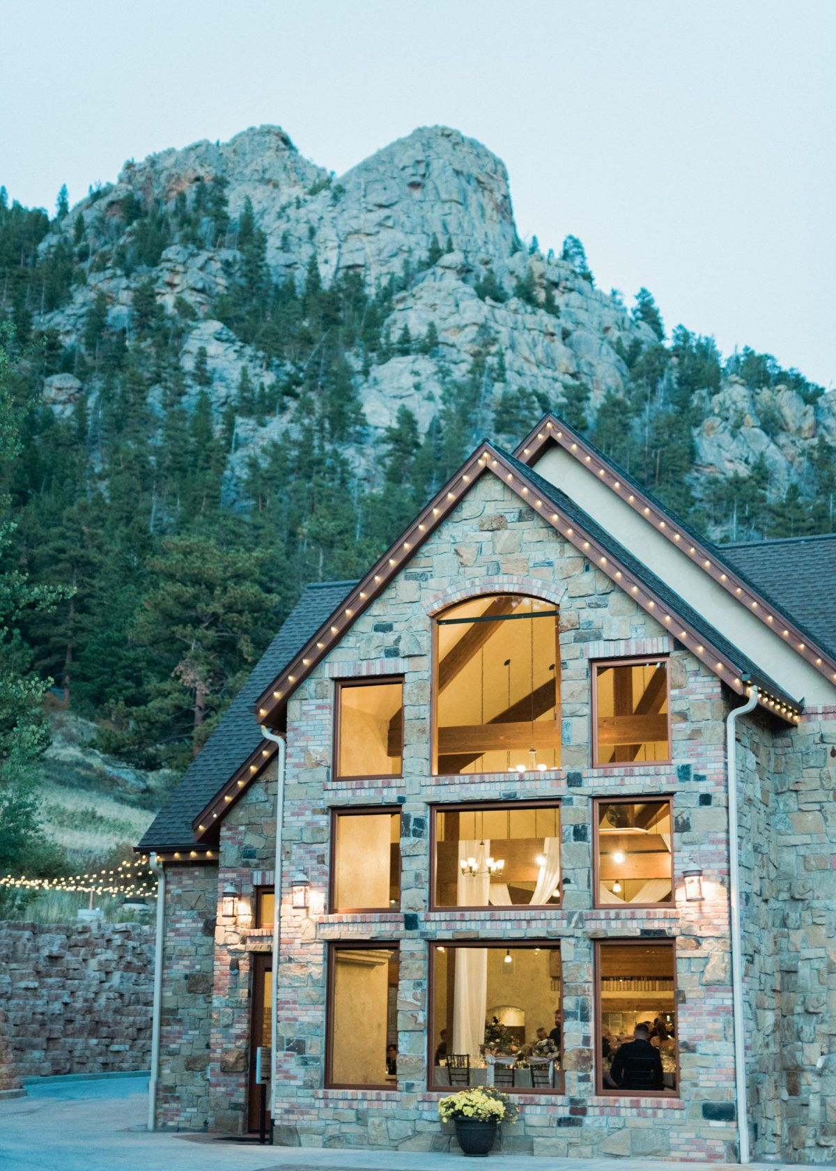 Charming wedding at della terra mountain chateau in the