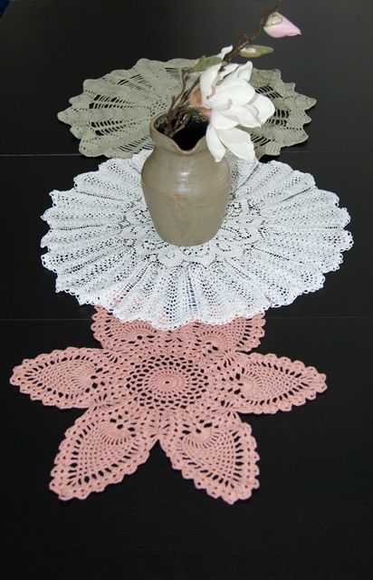 Alte Häkeldecken könnt ihr mit Upcycling verschönern und sie mit Textilfarbe färben   Color old crochet work - http://www.fantasiewerk.ch/