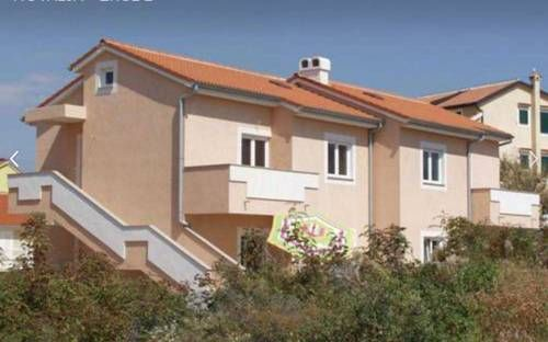 Apartments Imgrund Novalja Featuring air conditioning, Apartments Imgrund offers accommodation in Novalja. Ba?ka is 48 km from the property.  The accommodation is equipped with a seating area. Some units have a terrace and/or balcony.