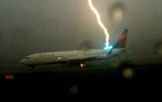 Canadauence TV: Avião é atingido por raio em aeroporto de Atlanta ...