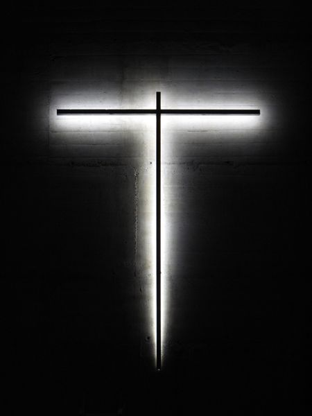 Light Cross / Croix de lumière, La Tourette Convent (Le Corbusier' architecture), Eveux (FR) | Eric MICHEL © Eric Michel | more on www.bOssa-talents...