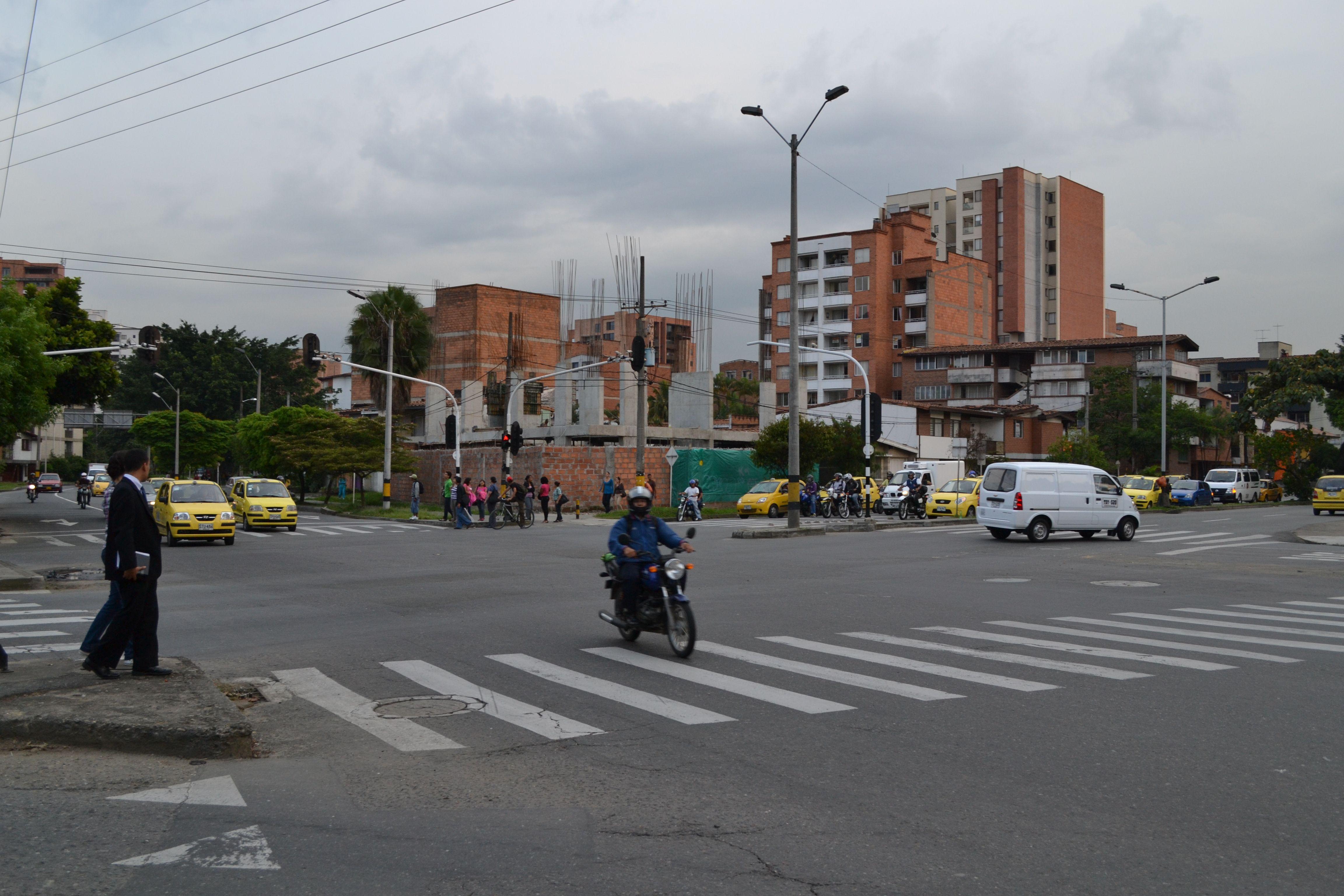 Día sin carro en Medellín. Lugar: Av Bolivariana con carrrera 65. Fecha: 23 de abril de 2012 - 5:33pm
