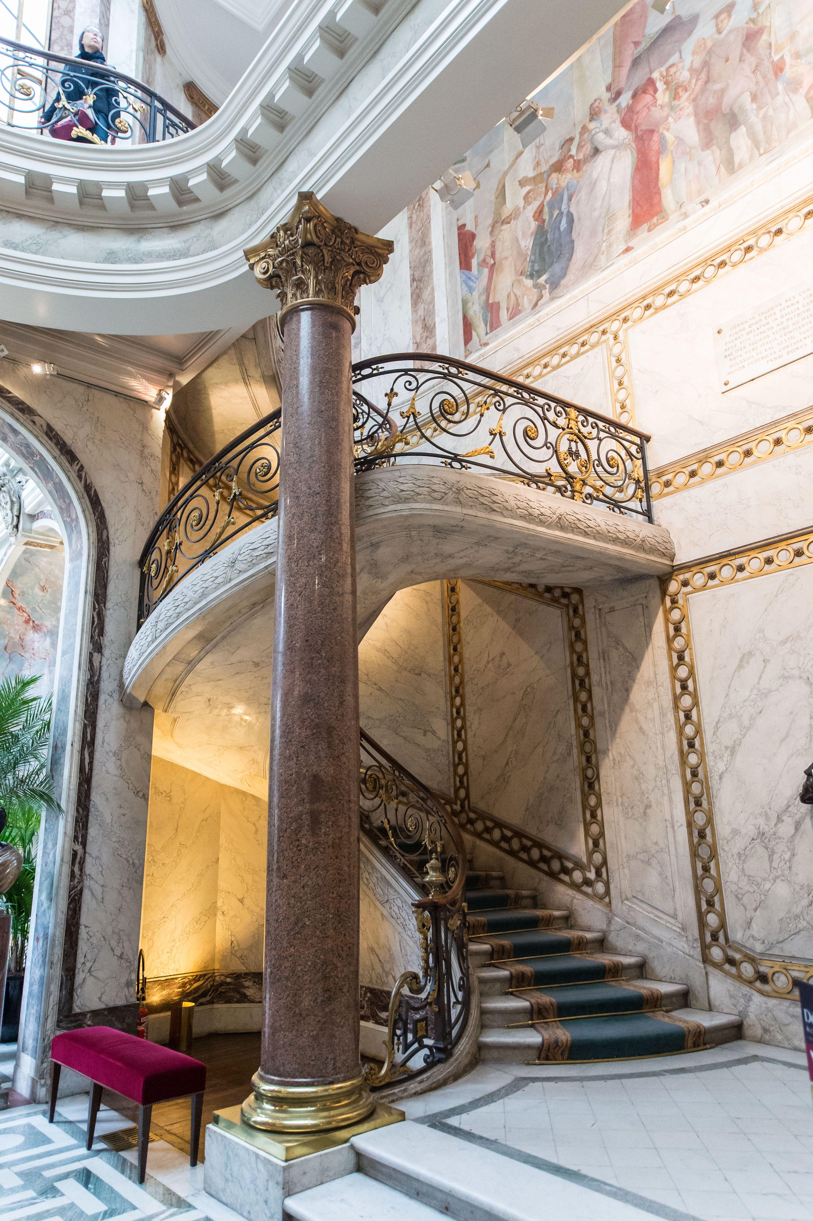 Le grand escalier du Musée Jacquemart-André (Paris) © A. Meyssonnier ...
