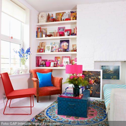 Wohnzimmer Mit Bunt Dekorierter Sitzecke