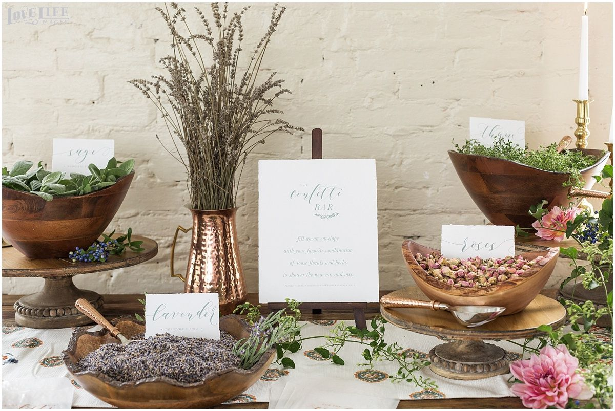 Eco-Friendly Wedding Favors || Photography: Love Life Images ...