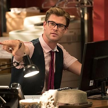 Hot: New Ghostbusters photos include first look at Chris Hemsworth