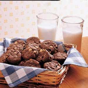 Simple recipe for Chocolate Peanut Butter Cookies