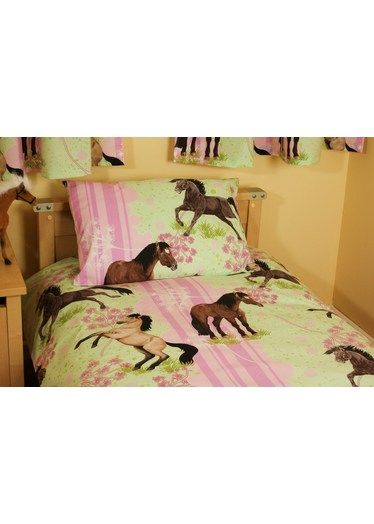 Girls Horse Bedroom | Pink girls bedding with Horses and Ponies.