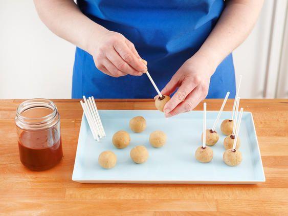 Cake Pops Grundrezept – so gelingen die Kuchen am Stiel – Lecker
