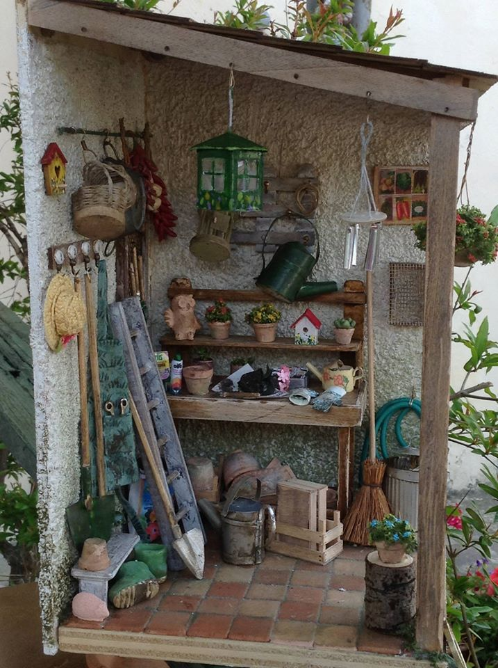 Miniature potting shed dollhouse garden accents for Mini potting shed