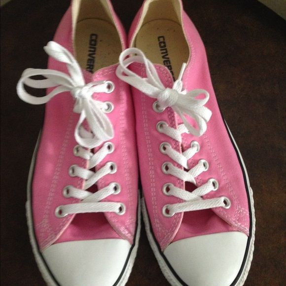 Pink low top converse size 11 women's 9
