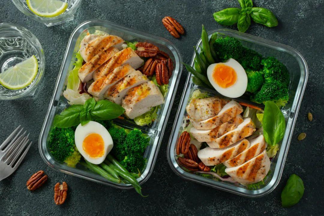 Dieta de aproximativ 2500 de calorii pentru a-mi crește masa musculară.