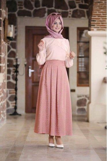 Tesettur Pileli Etek Gomlek Kombinleri Moda Tesettur Giyim Arap Modasi Pileli Etek Moda Kiyafetler