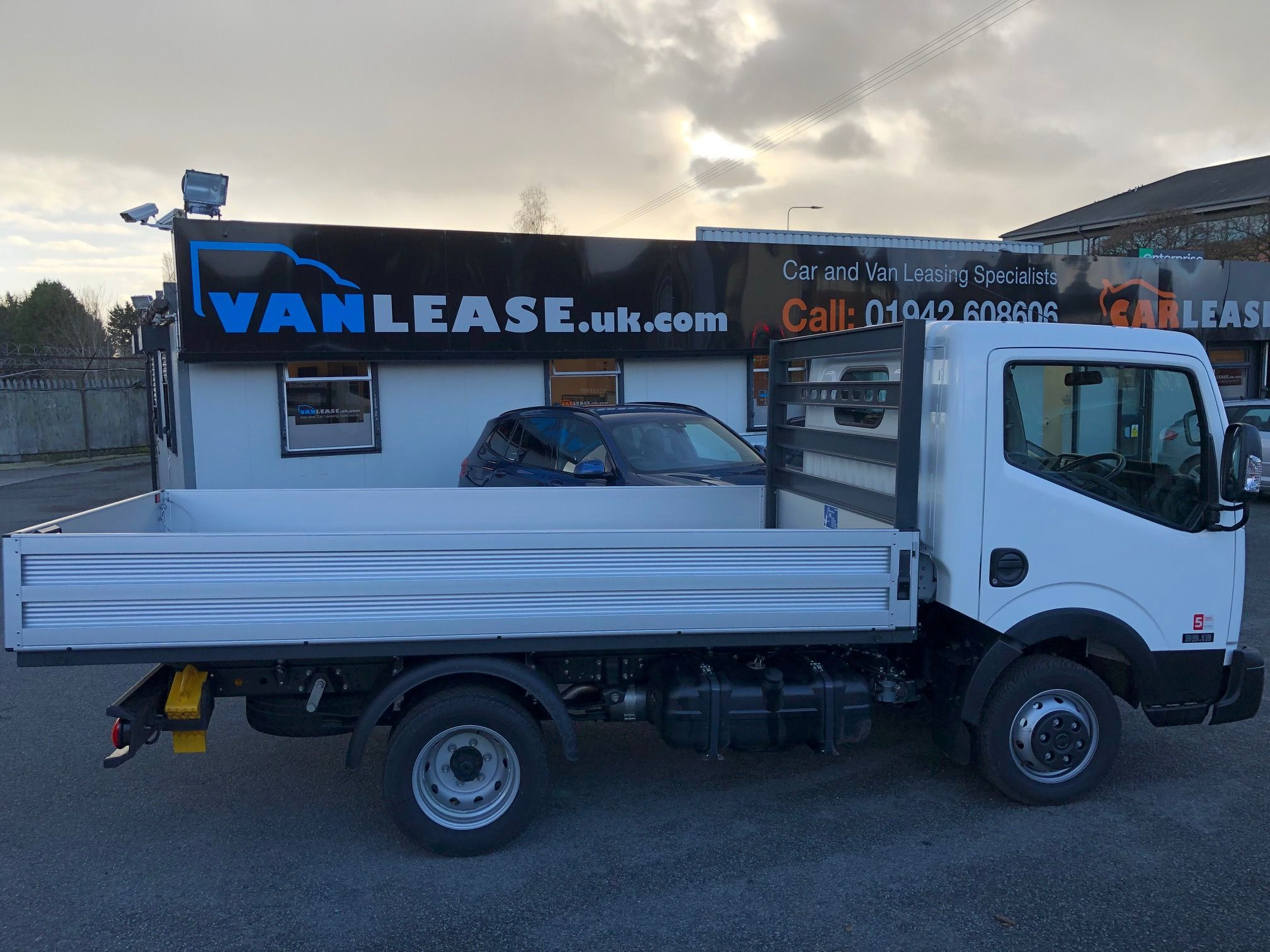 medium resolution of the nissan nt400 cabstar swb diesel 34 13 dci dropside van leasing deal