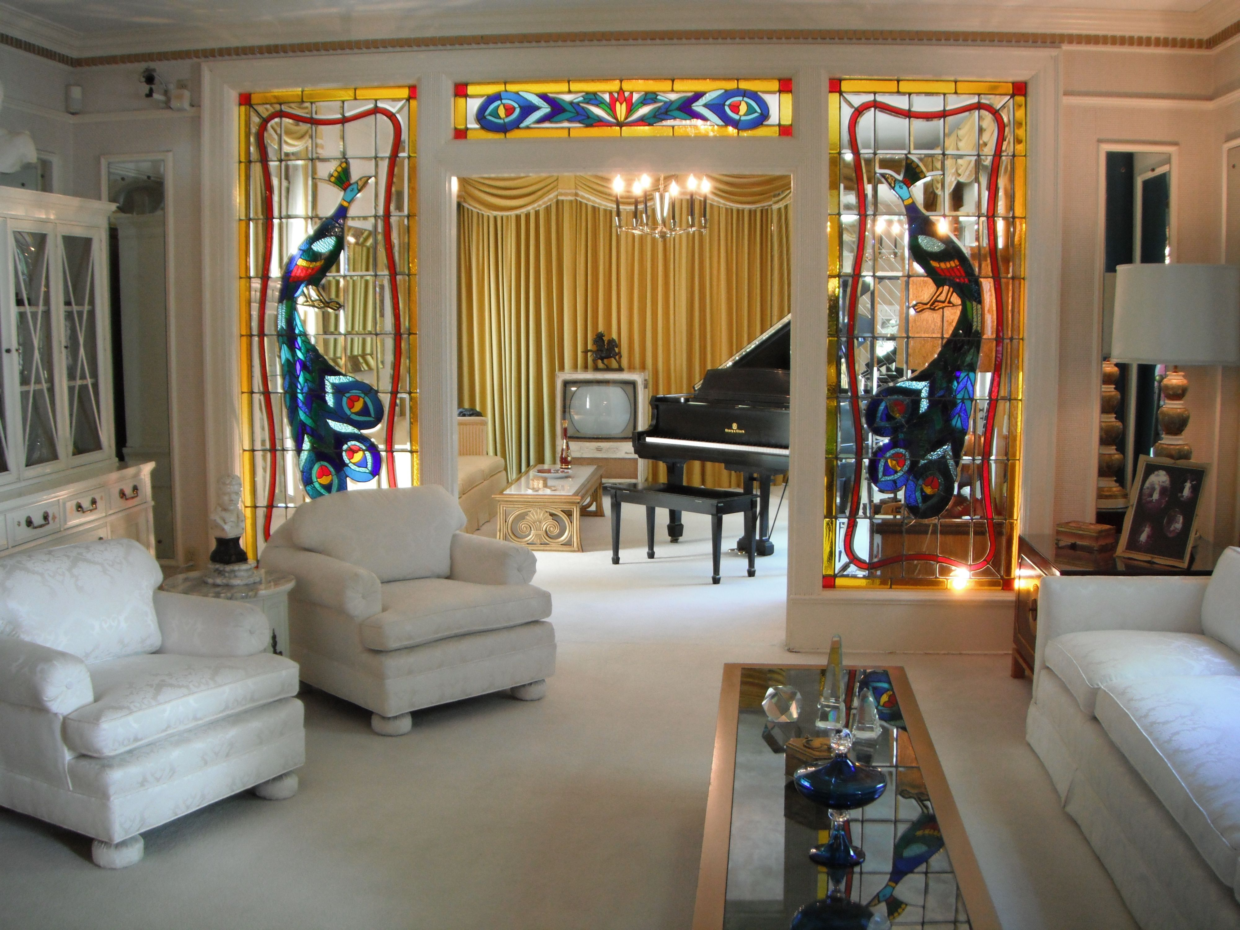Elvis Presley Living Room Graceland Stained Gl Windows Mid Century Modern Furniture Www Gracelandgraceland Memphis Tnstained