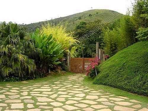 encuentra este pin y muchos ms en ideas para el jardin de claudiavt jardin con piedras