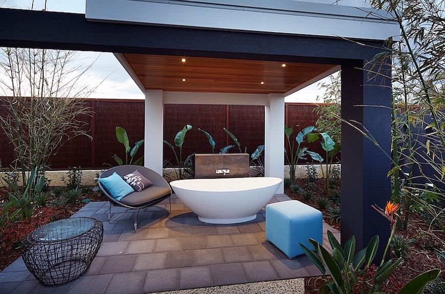 10 Breathtaking Outdoor Bathroom Designs That You Gonna Love Adorable Luxury Outdoor Bathrooms Review