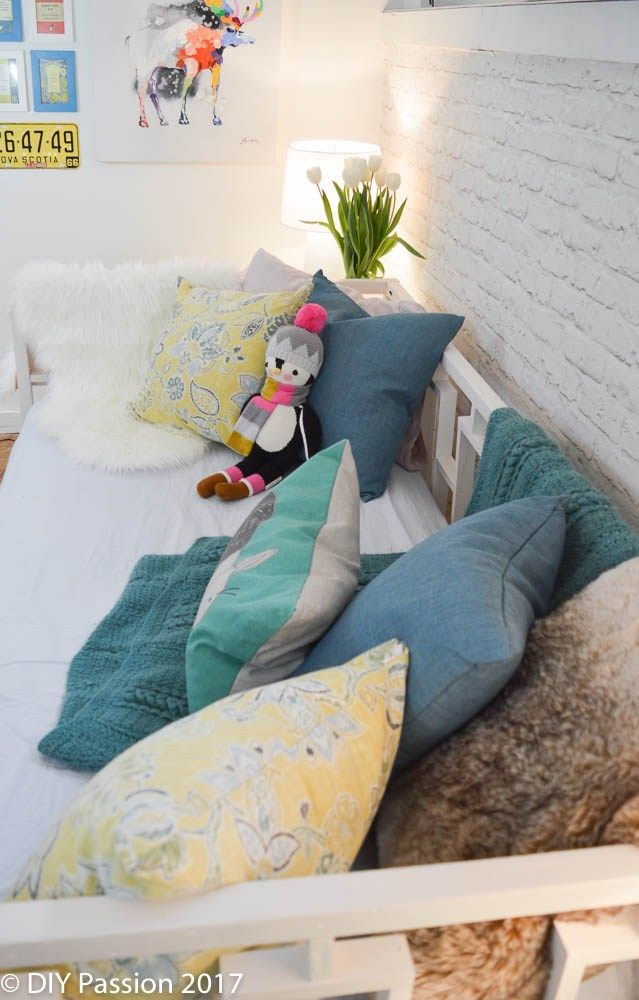 How to Style a Daybed like a Sofa VIDEO