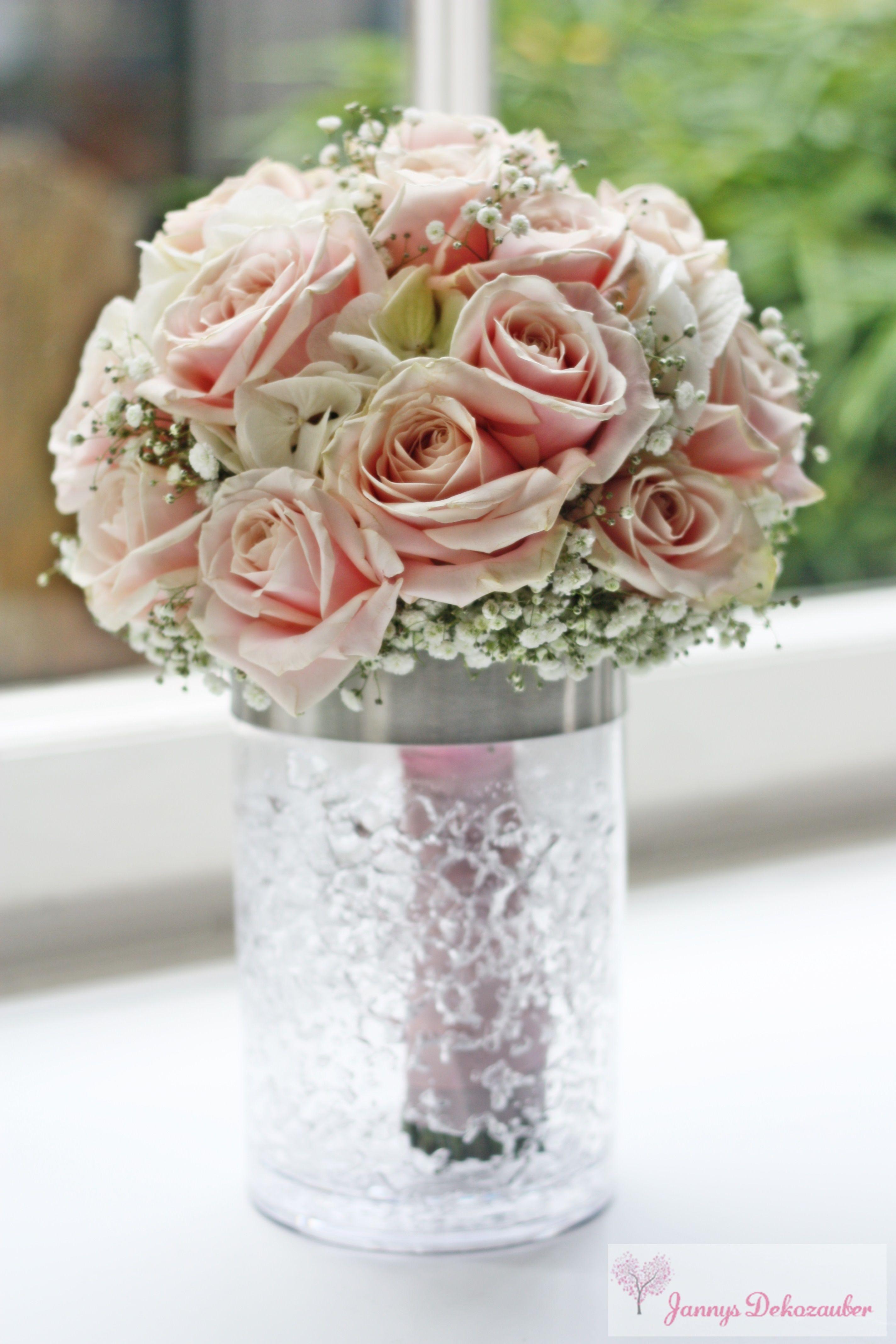 Brautstrau rosa rosen schleierkraut rund griff rosa for Rosa tischdeko
