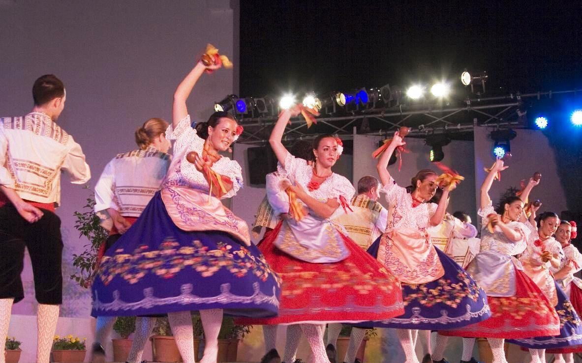 Bailes tipicos de espa a bailes del mundo pinterest for Tipico de francia