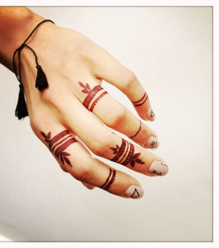 For The Arab Bride Here Is A Set Of Photos Of A Soft Henna Inscription Yasmina Finger Henna Designs Mehndi Designs For Fingers Red Ink Tattoos