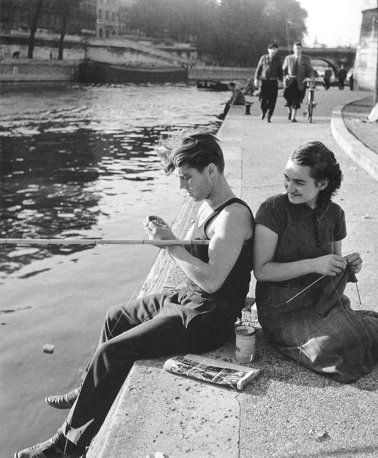 The fisherman and the woman knitting, 1951 Robert Doisneau