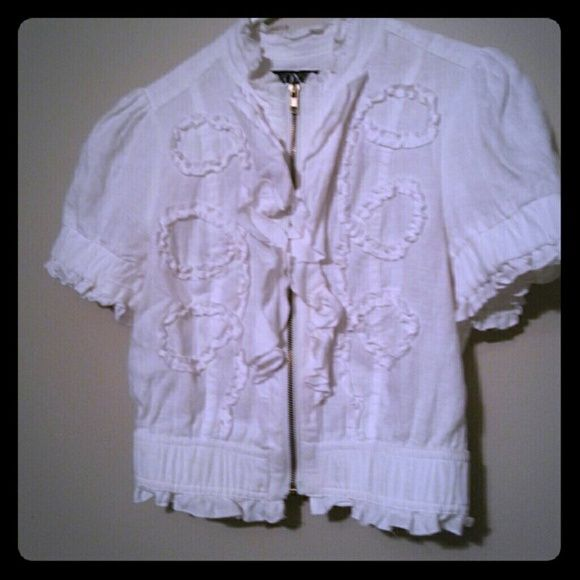 Xoxo Top White short sleeve top with gold zipper. Cute! Worn once. XOXO Tops