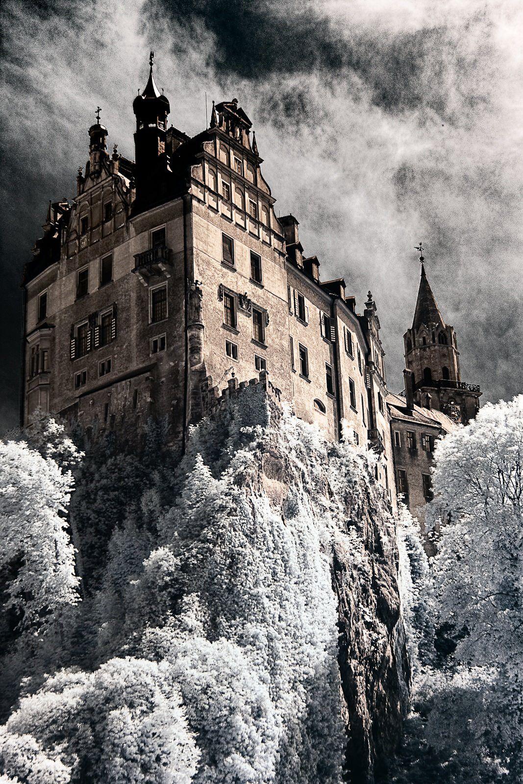 Castle In Sigmaringen Germany Foto Sven Kalbhenn Beautiful Castles Castle Landscape