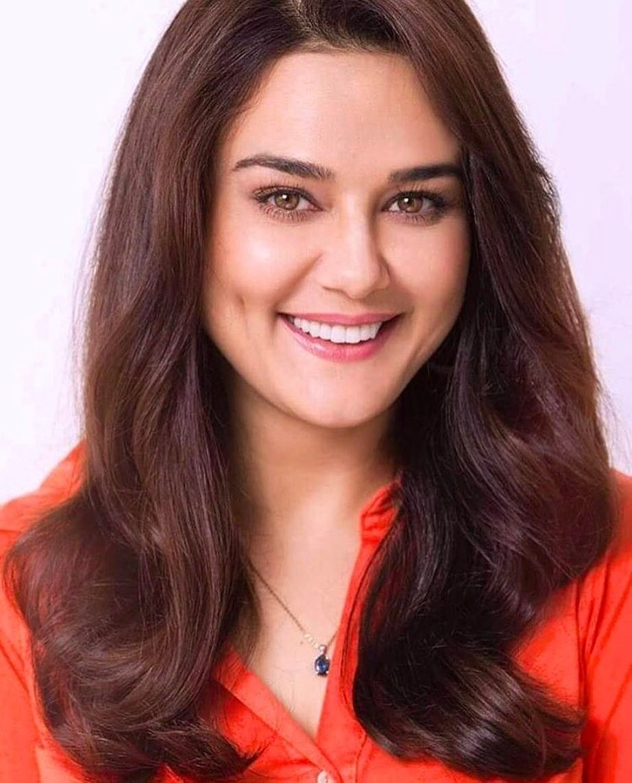 preity-zinta-bollywood-actress-mature-lesbien-fisiting