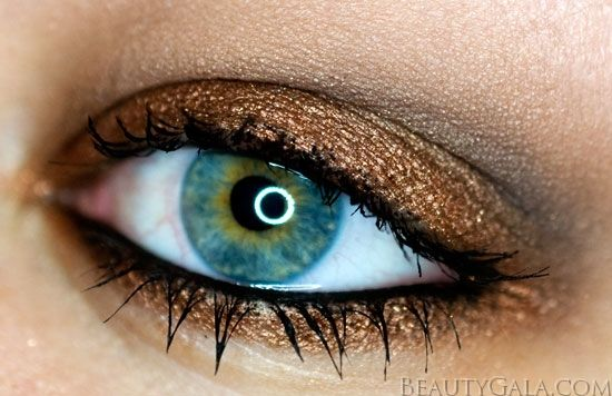 "Copper eye makeup using @Maybelline New York New York  ""Improper Copper"" Pigment"