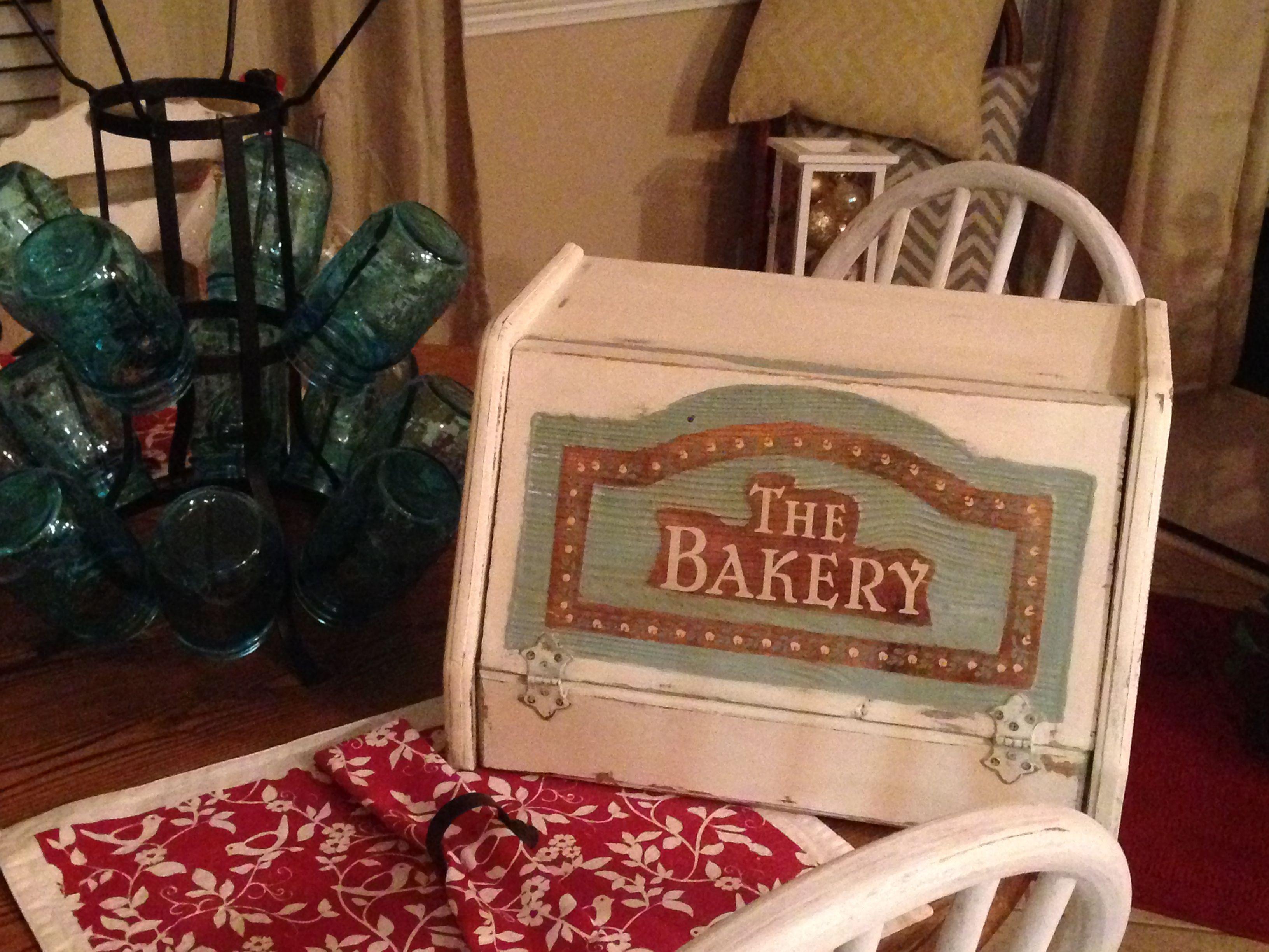 Vintage wooded bread box | Vintage bread boxes, Bread ...