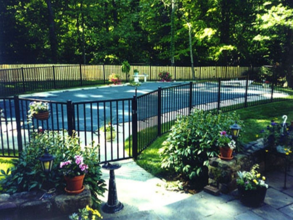 Protect your loved ones with swimming pool safety fence