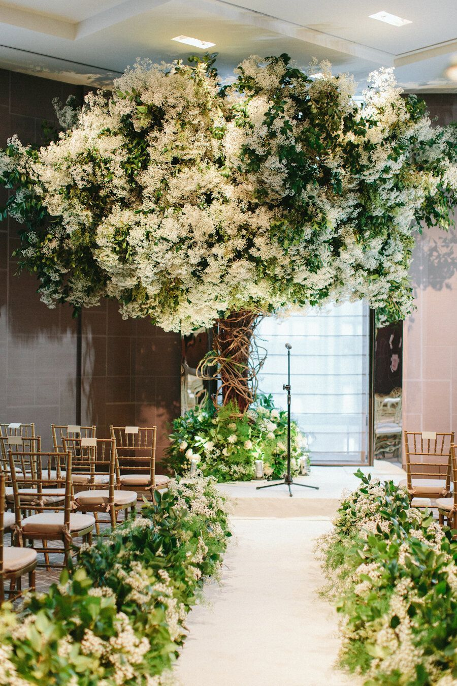 Four Seasons Nyc Wedding Ang Weddings And Events Nyc Wedding Tree Wedding Ceremony Floral Bouquets Wedding