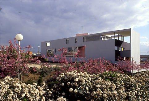 Henri ciriani maison de la petite enfance a torcy 1986 for Achat maison marne la valle