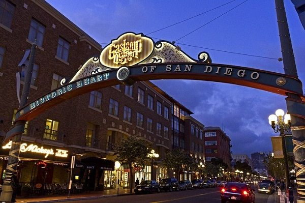 Top 5 Things To Do In San Diegou0027s Gaslamp Quarter | Where To Eat, Drink