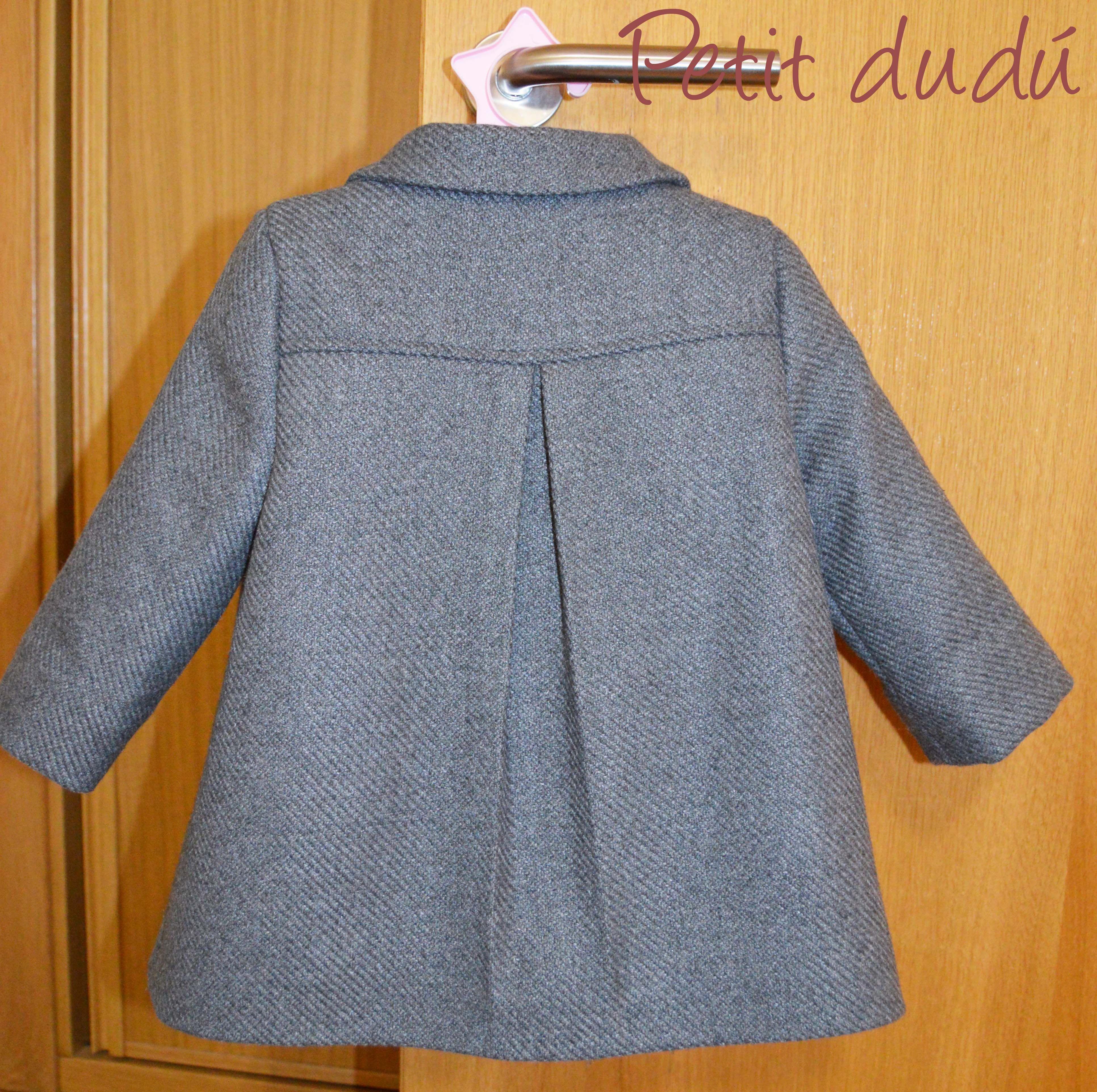 82e29de10 Abrigo de paño para niña, corte clásico. #abrigo #paño #clásico ...