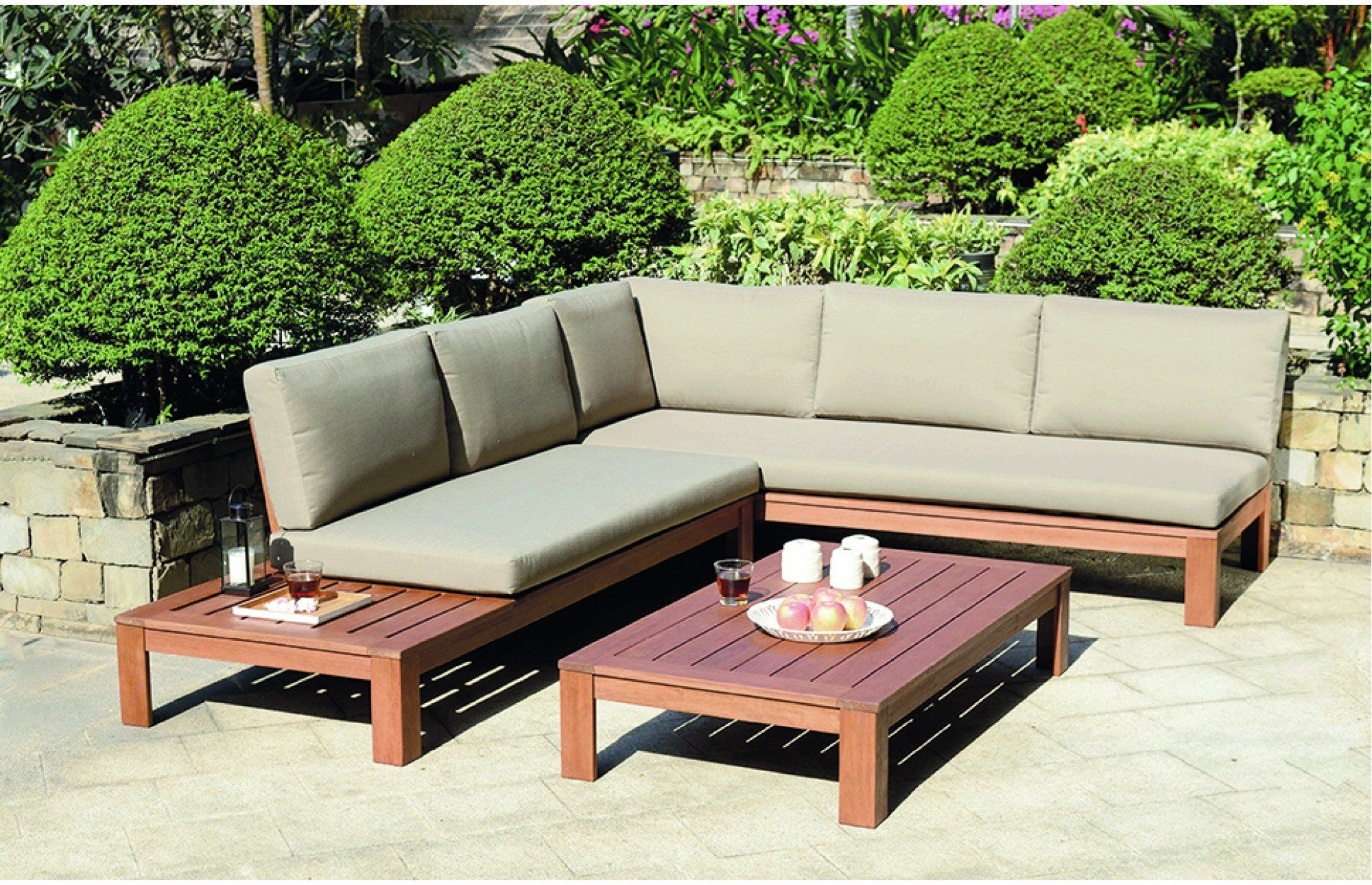 Browse our superb range of wooden garden lounge sets with free