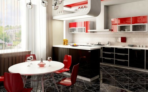 cuisine ouverte sur la salle à manger, petite table ronde et chaises ...
