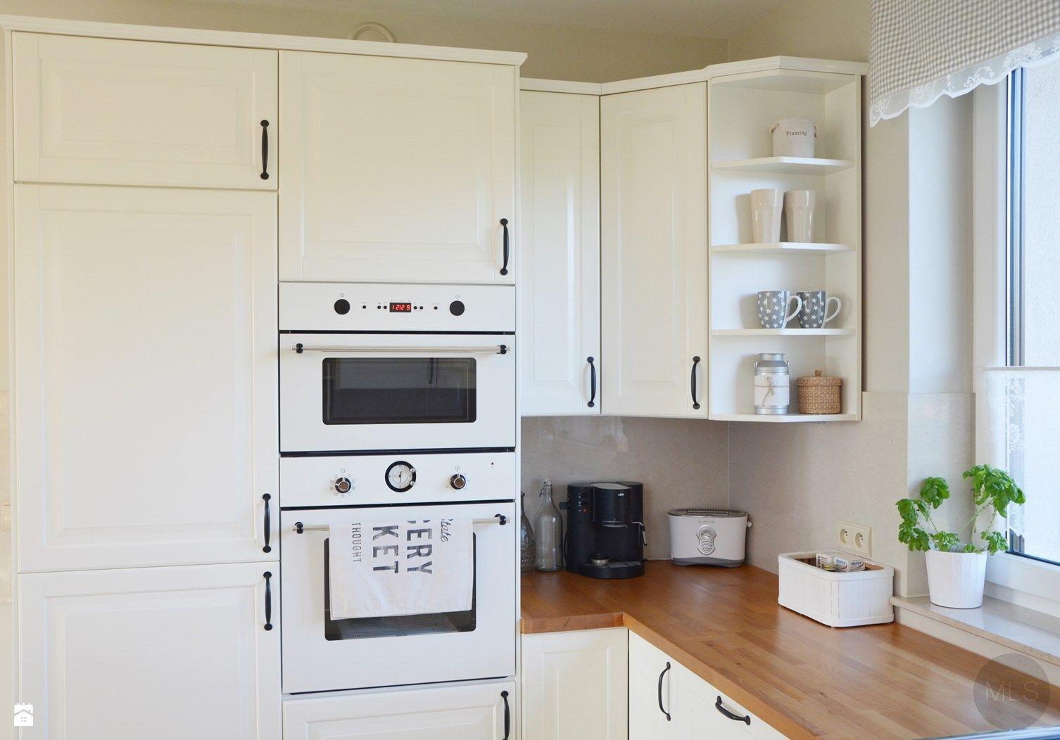 bia a kuchnia z drewnianym blatem zdj cie od kuchnia styl skandynawski. Black Bedroom Furniture Sets. Home Design Ideas