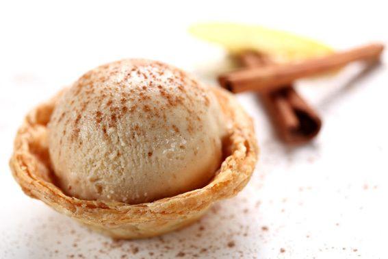 Nasceu este verão de uma parceria entre a marca de gelados Artisani e o Hotel Palácio do Estoril. Come-se sobre uma massa de base folhada. É pastel de nata e, ao mesmo tempo, gelado. O melhor de dois mundos.