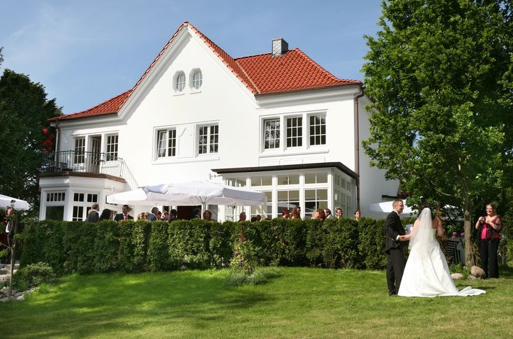Villa Halstenbek Hochzeit Die Romantische Villa Halstenbek In Hamburg Gehort Zu Den Hochzeitslocations Die Ein Ein Hochzeitslocation Hochzeit Hamburg Villa