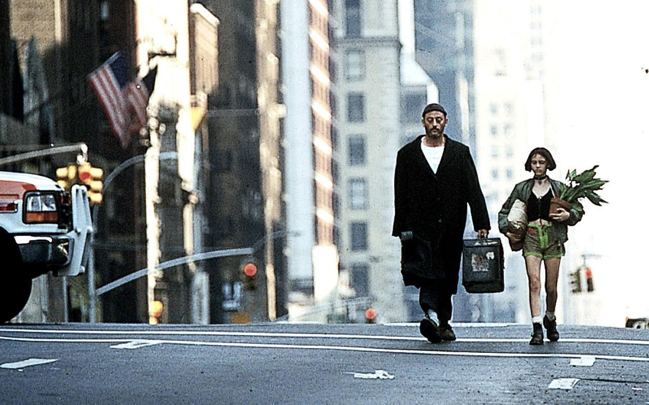 20 Photos From The Making Of Leon The Professional 1994 Featuring Jean Reno Natalie Portman Gary Oldma Movie Scenes Iconic Movies Leon The Professional
