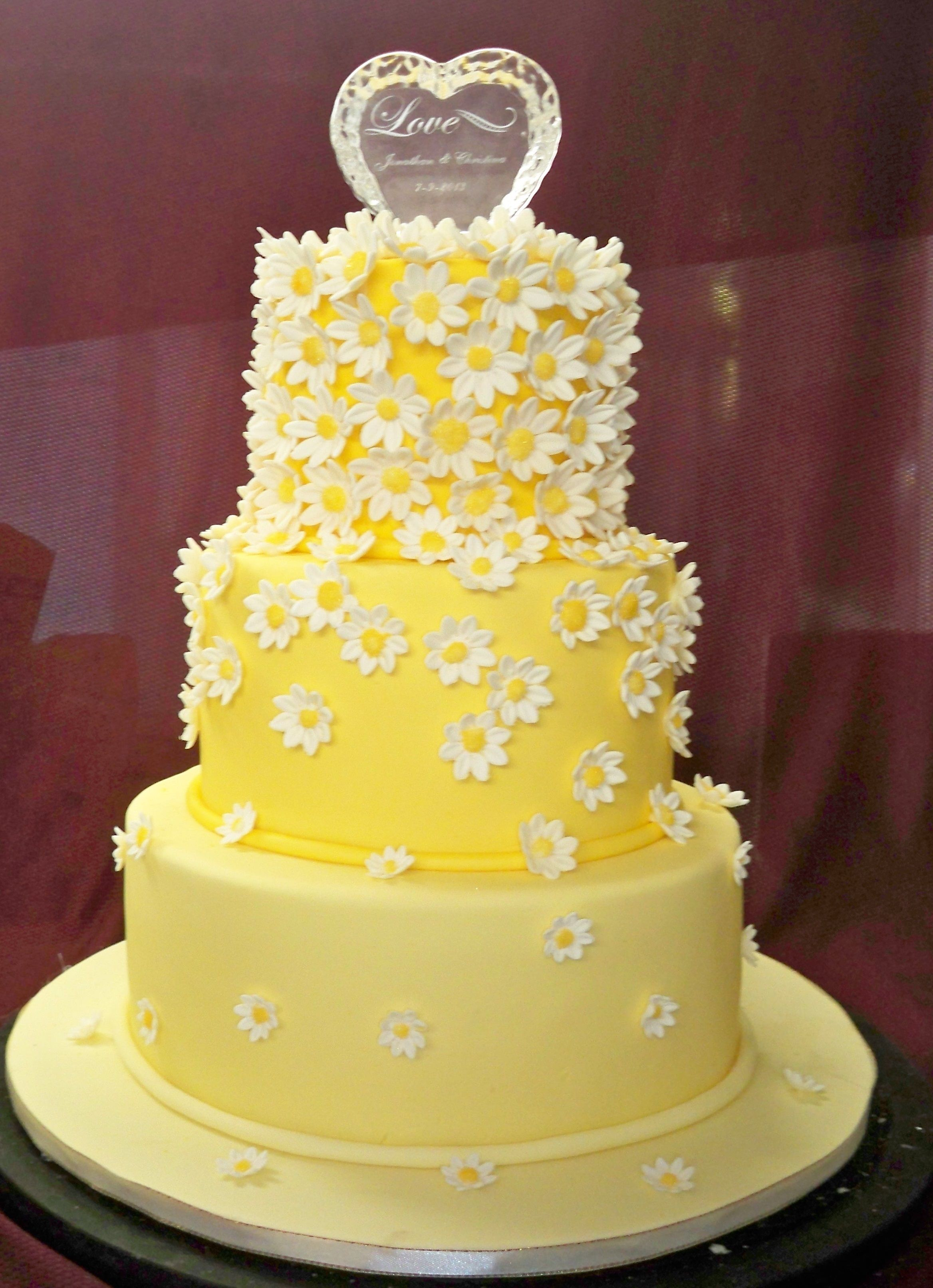 Pin by Elisabeth Cakes on wedding cakes with fondant icing ...