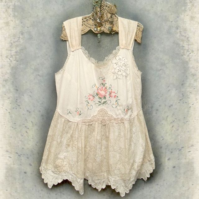 Falling in love with vintage clodthing. A new excuse to buy vintage clothing.